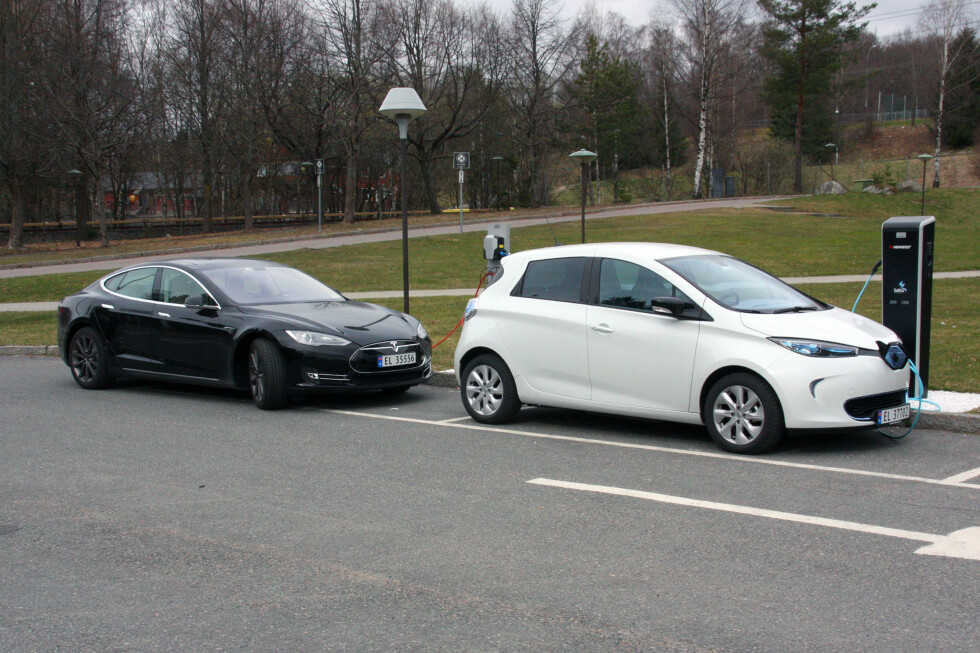 NY SPENNING: De nye hurtigladerne gjør at du kan lade opp både en Renault Zoe eller en Tesla Model S. Foto: KNUT MOBERG