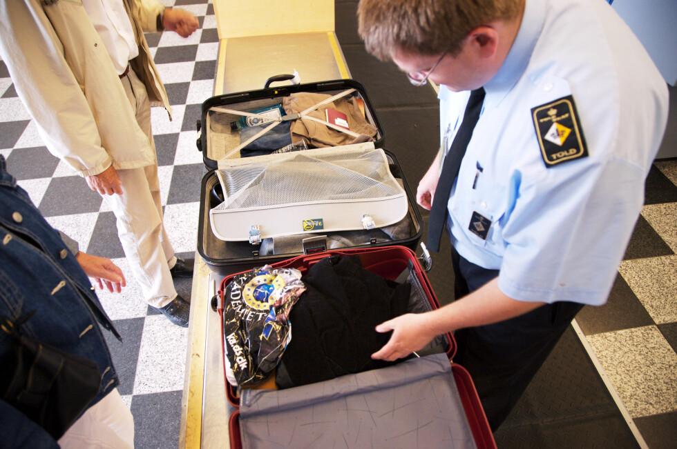IKKE HER: Ta gjerne med pakker, men ikke i håndbagasjen. Og det er ikke alt du kan ta med om bord. Foto: COLOURBOX.COM