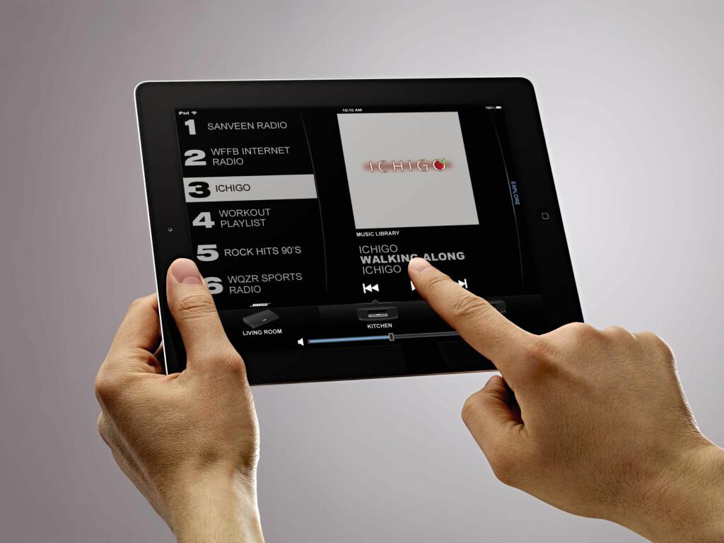 APPEN STYRER ALT: Du kan velge musikk og rom via nettbrett og mobil. Foto: BOSE