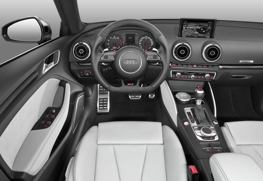 RS I DETALJENE: Man skal være kjenner for å se at dette er en bil med nærmest supersportsbil-ytelser. Foto: AUDI