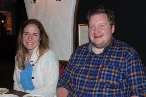 SMAKSHJELP:Marie Larsson, assisterende daglig leder, og Per Erik Lindblad, kjøkkensjef. Foto: BERIT B NJARGA