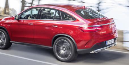 Mercedes GLE i strupen på BMW X6