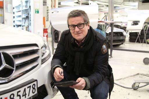 HJELPER DEG: Ole Jørgen Berg- Nielsen mener leasingselskapene trekker for mye ved innlevering av bilene. Han tar jobben med leveringen for deg. Foto: RUNE M. NESHEIM