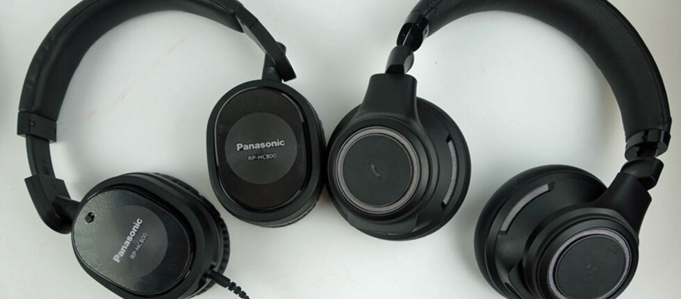 MELLOMKLASSEN: Her representert ved Panasonic og Plantronics Backbeat Pro. Foto: ØYVIND PAULSEN