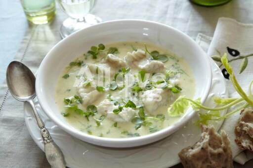 FYLDIG: En eggeplomme i suppen gir ekstra fylde, og er perfekt om du foretrekker å lage fiskesuppe med melk i stedet for fløte. Foto: ALL OVER PRSES