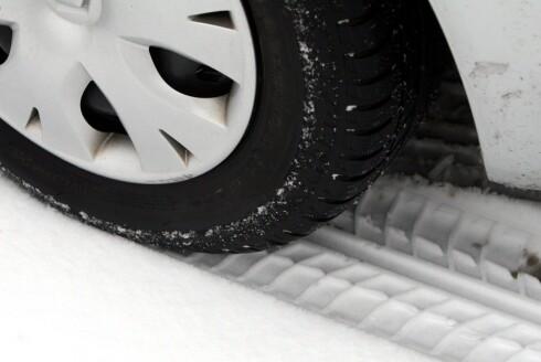VÆR RIKTIG SKODD: Vinterdekk bør ha minst fem millimeter mønsterdybde. Minstekravet er tre. Foto: PHOTOPQR/LE REPUBLICAIN LORRAIN