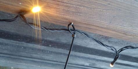 image: Slik festet vi lysslynge til rekkverket