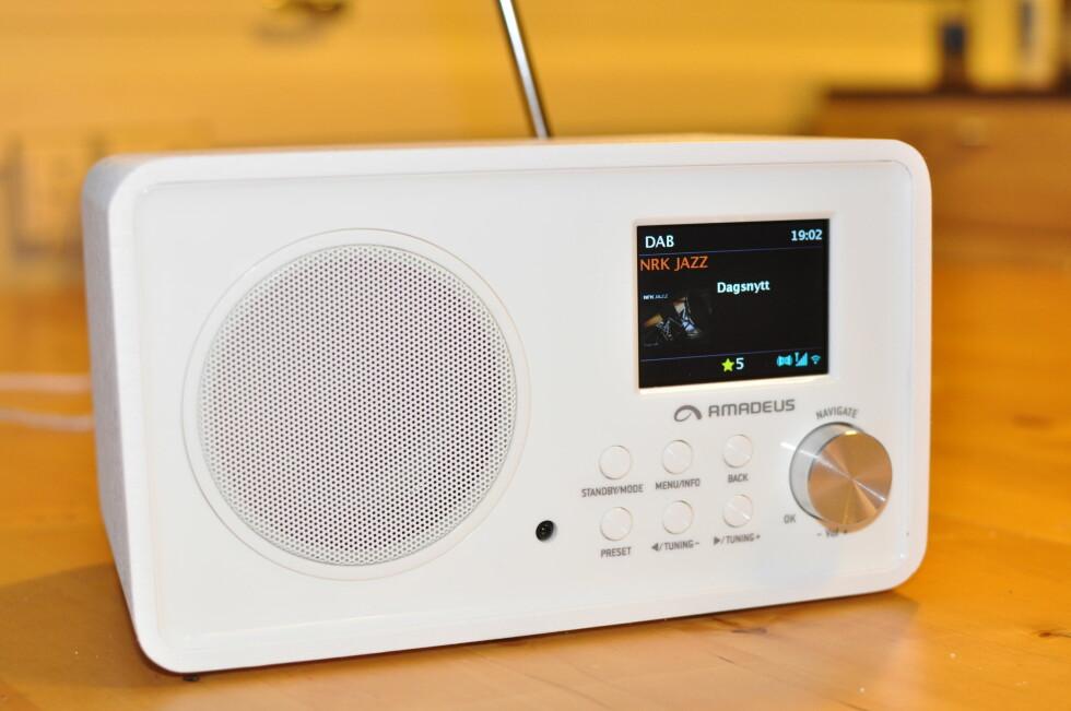 <strong><b>BILDER:</strong></b> Amadeus-radioen støtter RadioVIS, som gir deg grafikk på skjermen.