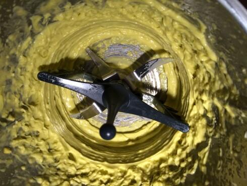 PERFEKT MAJONES: Hver gang, med 37 graders lunk i blenderkolben. Foto: ELISABETH DALSEG