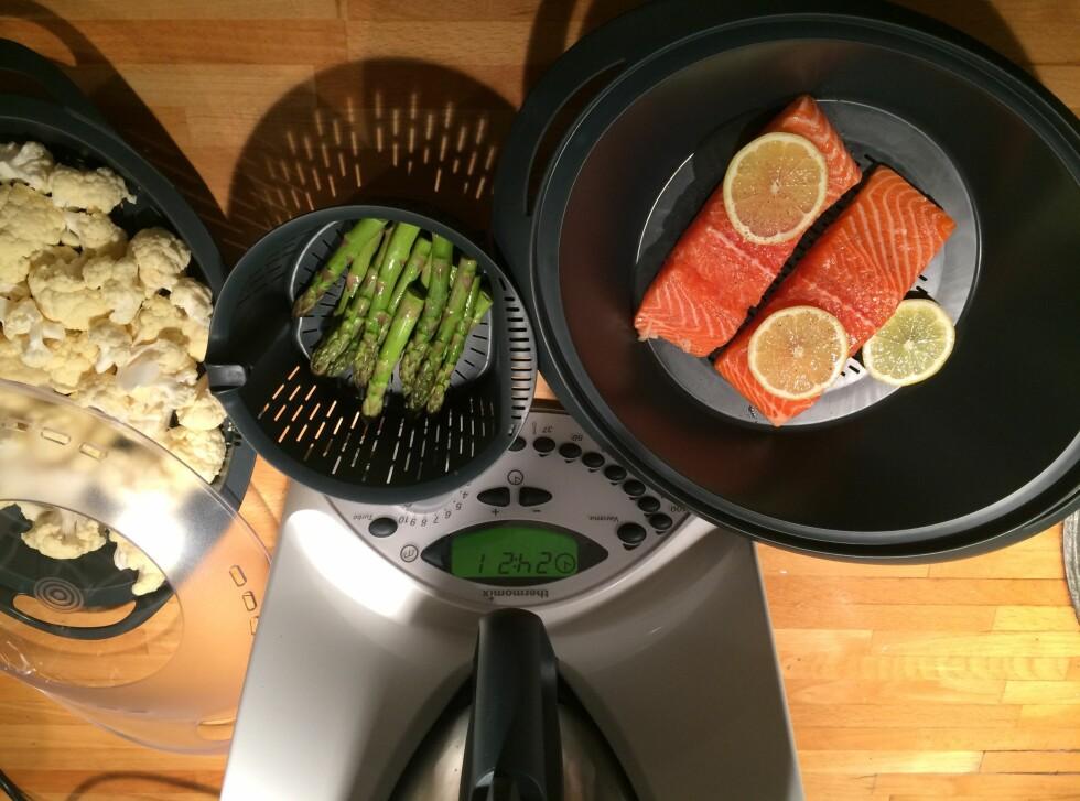 MIDDAG FOR TO: Men vi kunne med litt omfordeling i kurvene fint laget middag til fire.  Foto: ELISABETH DALSEG