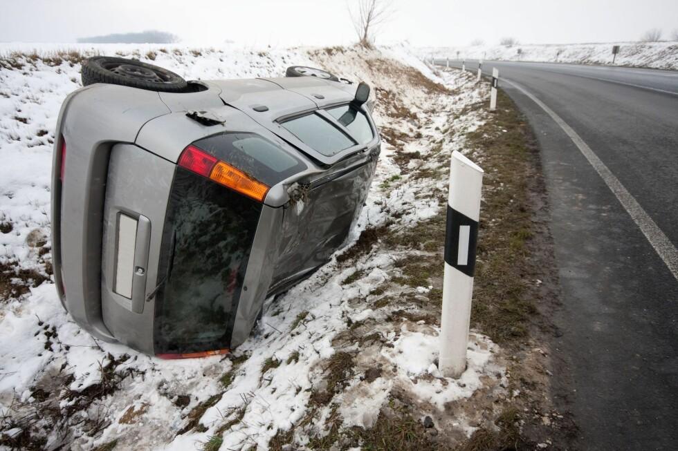 KRASJ: Det første snøfallet kan overraske mange. Andelen som kjører på sommerdekk er skremmende høy, og de er ekstra utsatt for ulykker. Foto: ALL OVER PRESS