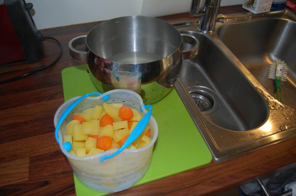 MINDRE STRESS: Det blir mye stappe og poteter i jula, så en dampkurv kan være en smart investering. Dette er den minste varianten som tar 1,2 liter. Den store dampkurven tar 2,6 liter.