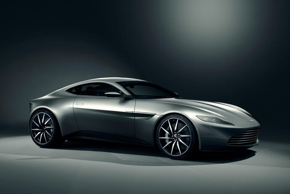 NY STIL: Silhuetten kan minne om dagens sportsbiler fra Aston Martin, men designen er et brudd med stilen vi kjenner fra de fleste Aston-modeller i dag. DB10 er laget spesielt for den kommende James Bond-filmen - Spectre. Foto: ASTON MARTIN LAGONDA