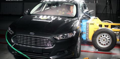 image: Volkswagen Passat eller Ford Mondeo - hvilken er sikrest?