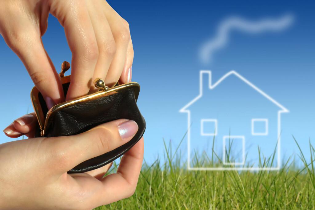 <b>BOLIGDRØMMEN KNUST?</b> Det kan bli dyrere å eie bolig, men for de aller fleste skal det bli oppveid av andre reguleringer i skattesystemet. Foto: COLOURBOX