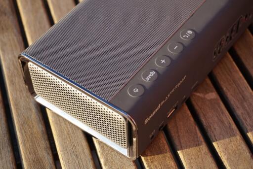 ROAR: Med Roar-knappen kan du booste bass og diskant på samme måte som en «loudness»-knapp. På toppen finner du også volumknapper, samt knapp for å besvare en samtale om du vil bruke Roar-høyttaleren som håndfrienhet. Foto: PÅL JOAKIM OLSEN