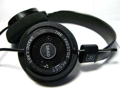 ÅPEN: Med disse hodetelefonene må du regne med at andre kan høre hva du spiller. Foto: GRADO