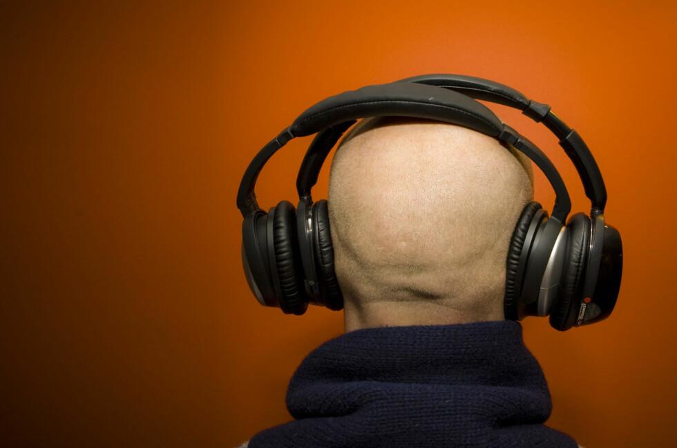 PRIVAT MUSIKK: Utvalget av hodetelefoner er så stort at det kan være vanskelig å orientere seg. Vi hjelper deg å finne typen som passer deg. Foto: DINSIDE
