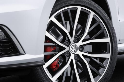 KJENNETEGN: GTI skiller seg ikke mye fra vanlig Polo, men røde bremsekalippere er et av kjennetegnene. Foto: VOLKSWAGEN