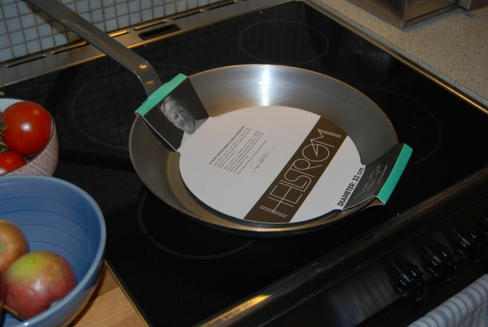 PLASS TIL MYE: Med den største av Hellstrøms fire jernpanner, får du plass til mye mat.