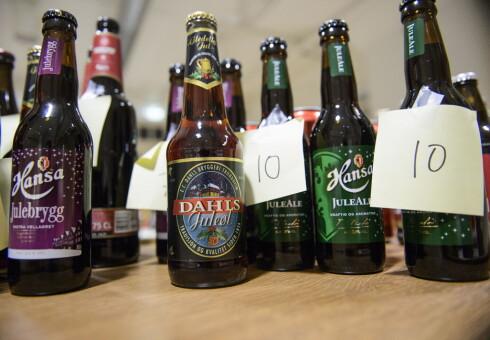 BLINDTEST: Under smaking får smakspanelet kun vite et nummer på juleølet, ikke navnet på produktet eller bryggeriet.  Foto: JOHN TERJE PEDERSEN/DAGBLADET