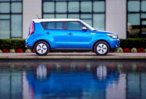 KIA SOUL ELECTRIC: For andre gang er en elektrisk bil kåret til Årets Bil. - Det viser hvilken retning bransjen går i, mener vinnerne.    Foto: KIA