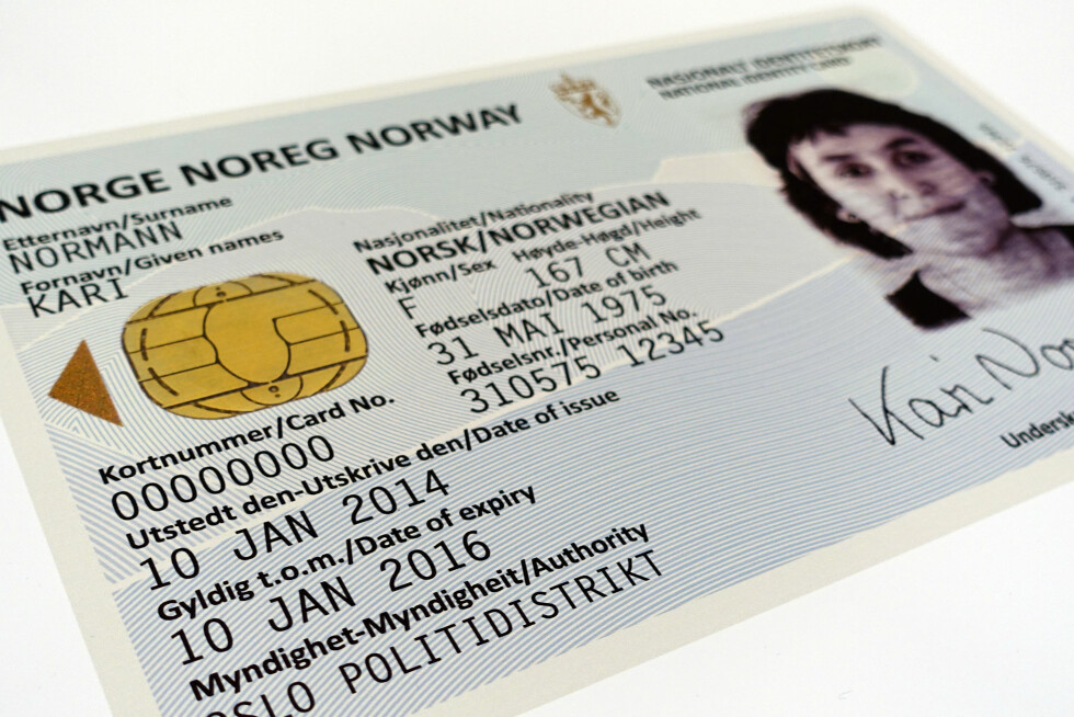 SLIK BLIR ID-KORTET: Det er designbyrået Neue Design Studios som står bak designet av ID-kortet og det nye passet som kommer om to år. Foto: KRISTIN SØRDAL