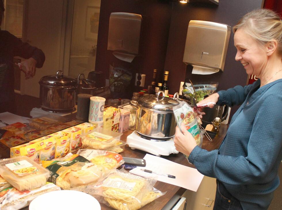 BLINDTEST: På kjøkkenet ble pastaen kokt etter anvisningen på pakken. Foto: OLE PETTER BAUGERØD STOKKE