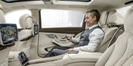 Mercedes-Maybach i strupen på Rolls-Royce
