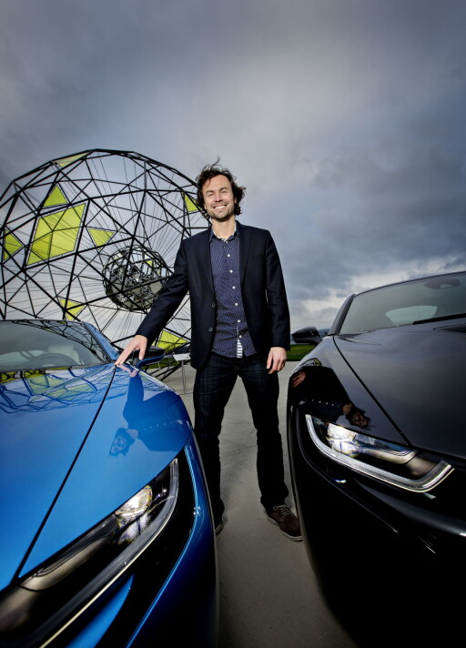 VELDIG FORNØYD:Markedsdirektøri BMW Norge, Christian Gottschalk, er stolt over at BMW i8 ble stemt frem som lesernes favoritt i Årets Bil 20015. Han mener at i8 representerer fremtiden og at det er en viktig bil.  Foto: Anita Arntzen / Dagbladet