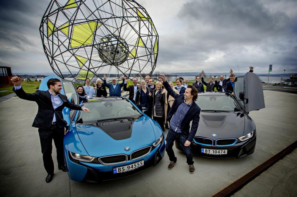 <b>Folkets favorittbil 2015:</b> Vinneren er kåret av Dagbladets lesere: BMW i8. Vi treffer markedsdirektør Christian Gottschalk og en gjeng jublende BMW-ansatte.  Foto: ANITA ARNTZEN / DAGBLADET