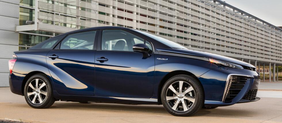 FREMTID: Fremtidens bil må se futurisk ut, forteller Toyota. Og Mirai betyr nettopp Fremtid.  Foto: TOYOTA
