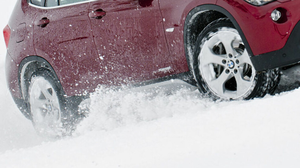 STOR ANDEL: Mer enn hver tredje nye personbil i Norge har firehjulstrekk. Bilimportørene kriger om å få deg til å velge deres alternativ. Foto: BMW