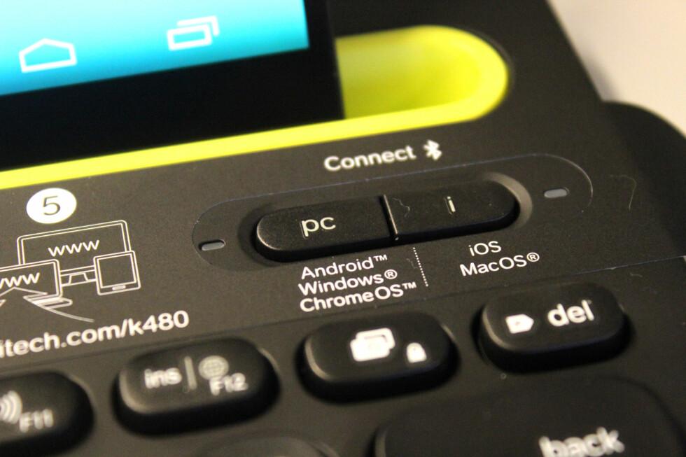 RASK TILKOBLING: Å koble tastaturet til enhetene dine er en enkel sak. Du bare trykker på en av disse knappene, og så vil det dukke opp i Bluetooth-innstillingene på PC-en, nettbrettet eller mobilen. Ja, du må naturligvis ha Bluetooth aktivert på disse, da.  Foto: KIRSTI ØSTVANG