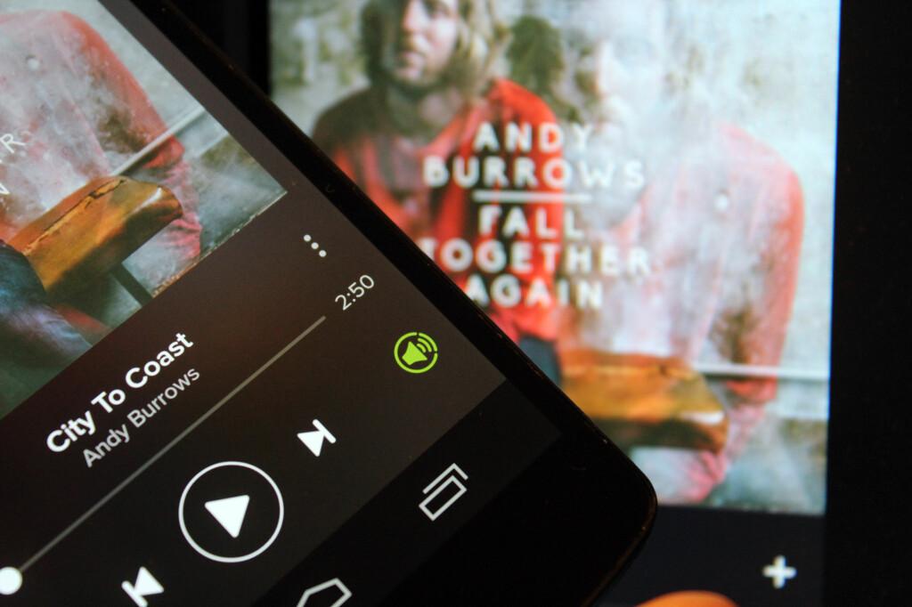 <b>HER ER KNAPPEN:</b> Trykk på høyttalerikonet, og du ser hvilke høyttalere du kan fjernstyre Spotify-innholdet ditt på. Foto: KIRSTI ØSTVANG