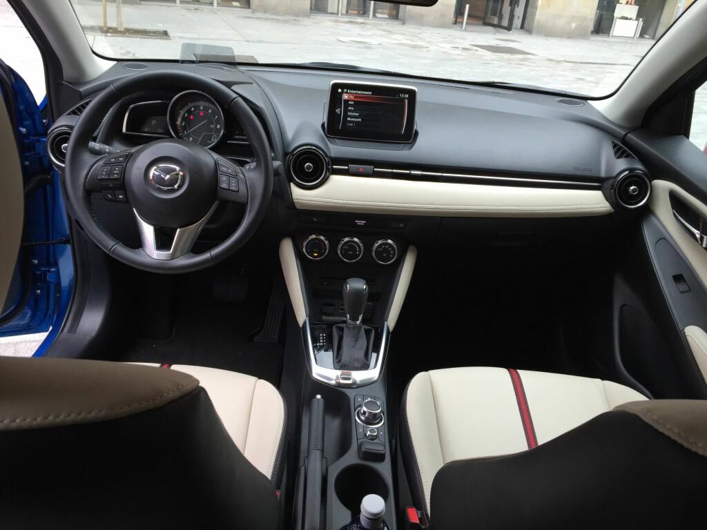 OPPRENSK: Alle rydder opp i knappehysteriet om dagen. Mazda 2 er flinkest i sin prisklasse. Foto: RUNE M. NESHEIM