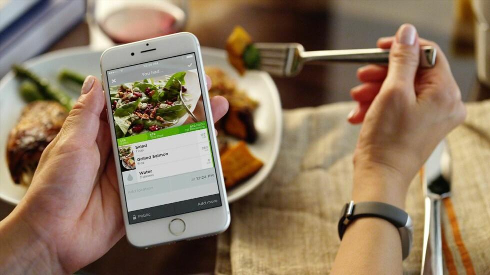 LOGG HVA DU SPISER: I UP-appen kan du holde oversikt over hva du spiser. Foto: JAWBONE