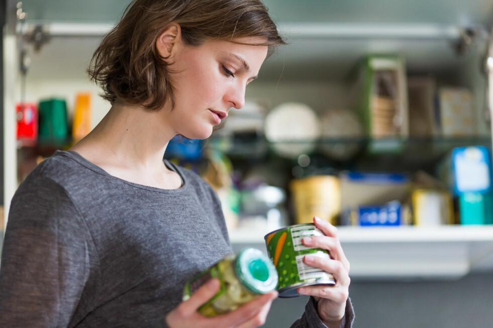 INGEN HJELP Å FÅ: Du kan lese bakpå matvarer alt du vil. Du får ikke vite alle ingrediensene uansett, sålenge matprodusentene forholder seg til aromabegrepet.  Foto: ALL OVER PRESS
