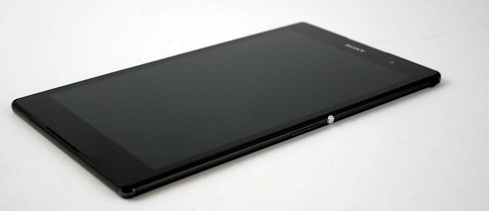 8 TOMMER: Sony Xperia Z3 Tablet Compact har 8-tommers skjerm med oppløsning på 1920x1200 piksler. Foto: PÅL JOAKIM OLSEN