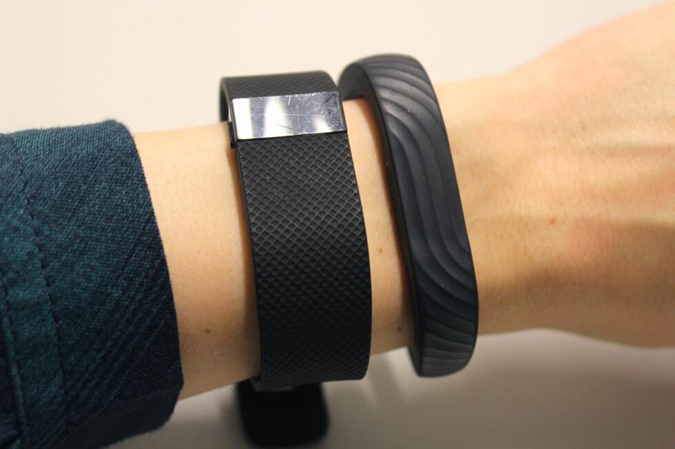 EN AV KONKURRENTENE: Jawbone UP24 er en av de største konkurrentene til Fitbits aktivitetsarmbånd. Den er imidlertid helt uten skjerm. All info må du se på mobilen. Foto: KIRSTI ØSTVANG
