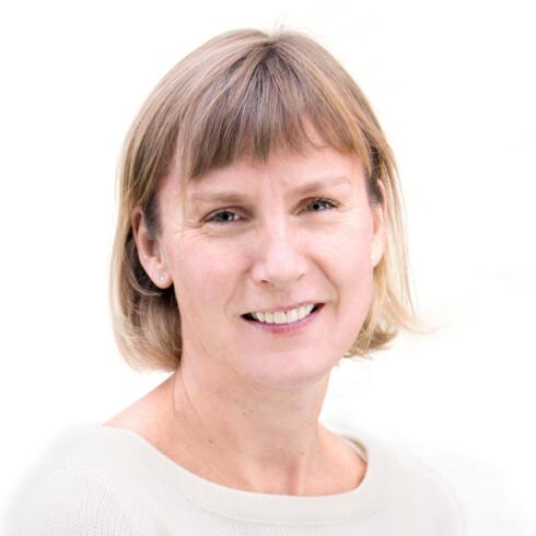 ADVARER SMÅBRUKERNE: Assisterende direktør Elisabeth Aarsæther i Post- og teletilsynet tror mange klarer seg med små kontantkort. Foto: POST- OG TELETILSYNET