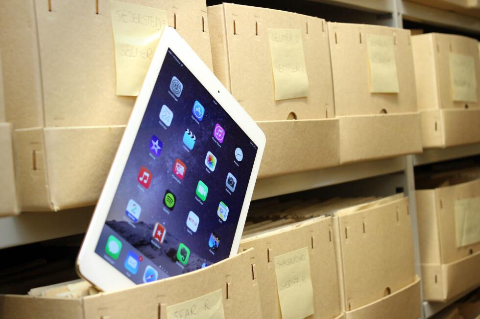 FORBEDRET UTGAVE: Kort oppsummert er iPad Air 2 mer evolusjon enn revolusjon. Den er tynnere, raskere og kommer nå i gull. Men glitrer den? Foto: OLE PETTER BAUGERØD STOKKE