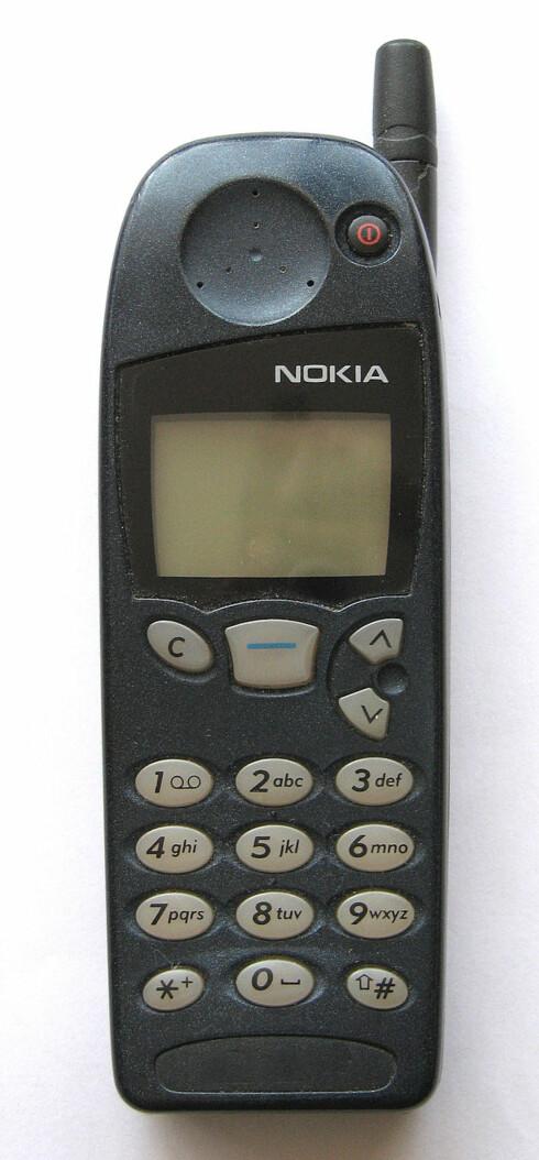 NOKIA 5510: En av de mest populære mobilene på 1990-tallet, og blant de første som kom med spillet snake. Lansert i 1998. Foto: SOLTYS0/CC BY-SA 2.5
