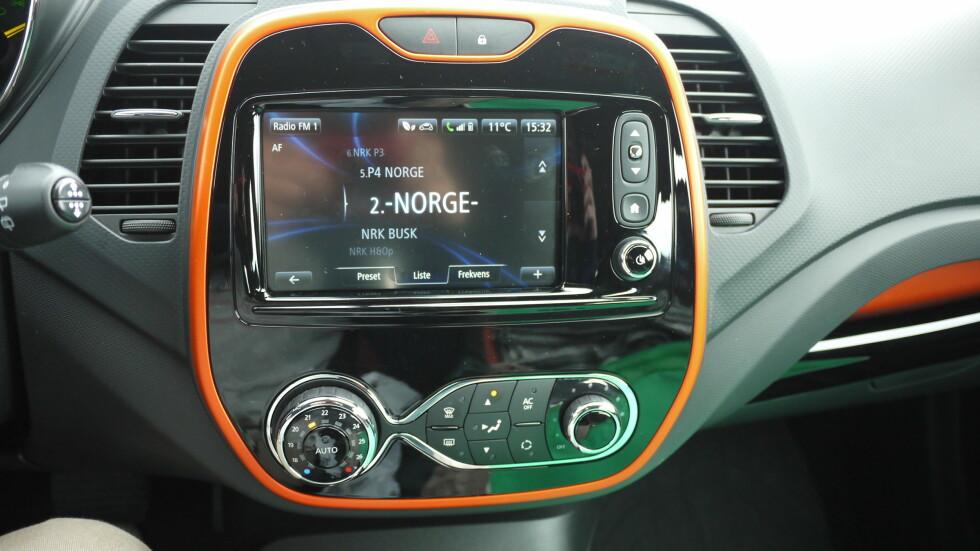 KONTROLLER:Desverre er det ikke verken Dab+ eller CD-spiller i bilen. Foto: LORD ARNSTEIN LANDSEM