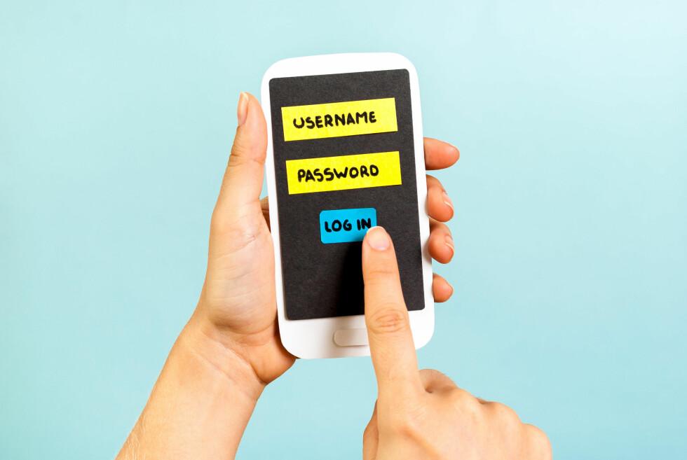 NOE DU VET OG NOE DU HAR: Med tofaktorautentisering trenger du både passord og telefonen din for å logge på. Foto: ALL OVER PRESS