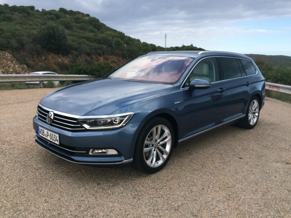 NØKTERNT ELEGANT: VW har vært forsiktige med å oppdatere designen, men linjene er markante og elegante, synes vi. Den er dessuten optimalisert med tanke på innvendig plass, sikkerhet og støynivå. Foto: KNUT ARNE MARCUSSEN