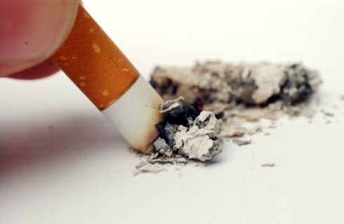 RØYKESLUTT? Du kan spare flere tusen kroner årlig ved å stumpe røyken. Foto: COLOURBOX