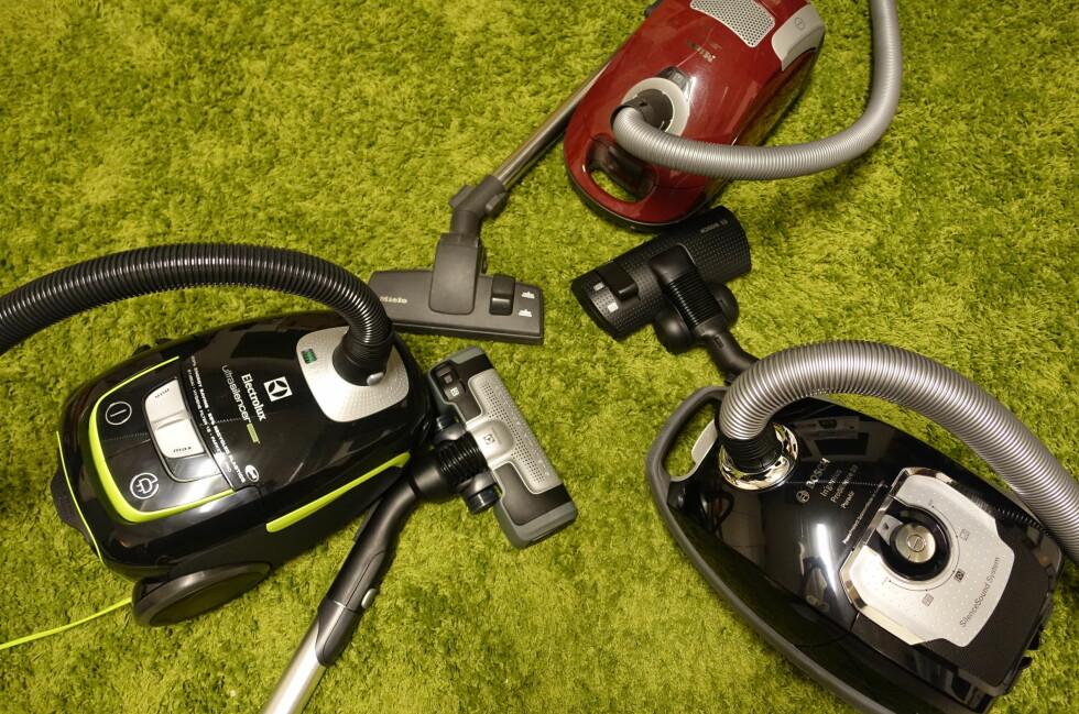 BARE BRÅK? Vi lot vår gamle traver fra Miele (oppe til høyre) møte Electrolux' grønne UltraSilencer (nede til venstre) og Bosch' In'genius ProSilence Plus (nede til høyre).  Foto: ELISABETH DALSEG
