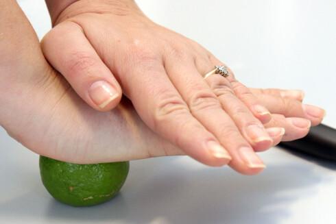 VELDIG HARD? Bruk begge hendene. Foto: OLE PETTER BAUGERØD STOKKE