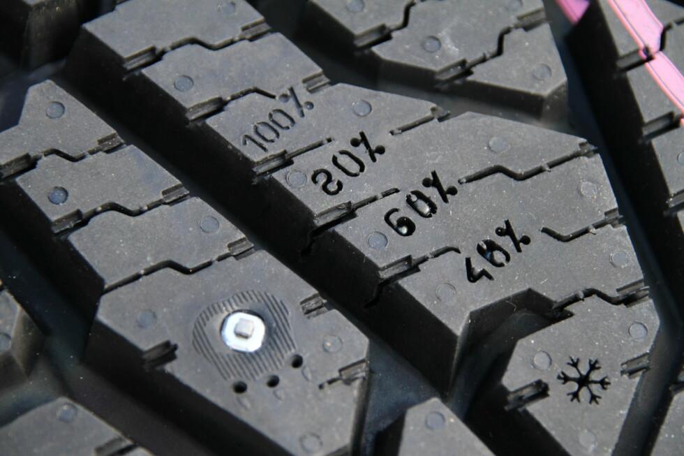 SLITASJE: Dekket har så mye mønster igjen som det høyeste prosenttallet viser.  Foto: Fred Magne Skillebæk